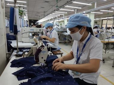 Thủ tướng chỉ thị nâng cao mức sống, cải thiện điều kiện làm việc của công nhân lao động