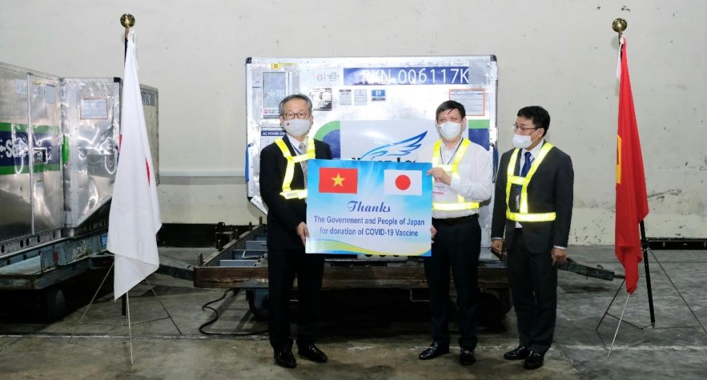 Gần 1 triệu liều vắc xin Covid-19 của Nhật Bản đã về đến Việt Nam