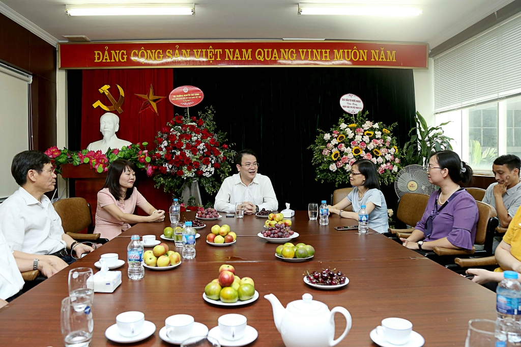 Thứ trưởng Trần Quốc Phương chúc mừng Tạp chí KT&DB nhân dịp 21/6
