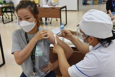 Mở rộng thêm 16 đối tượng tiêm chủng vắc xin Covid-19