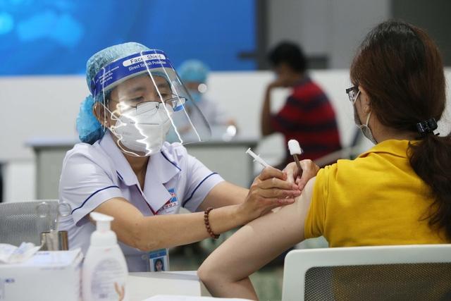 Ai nên trì hoãn tiêm vaccine COVID-19?