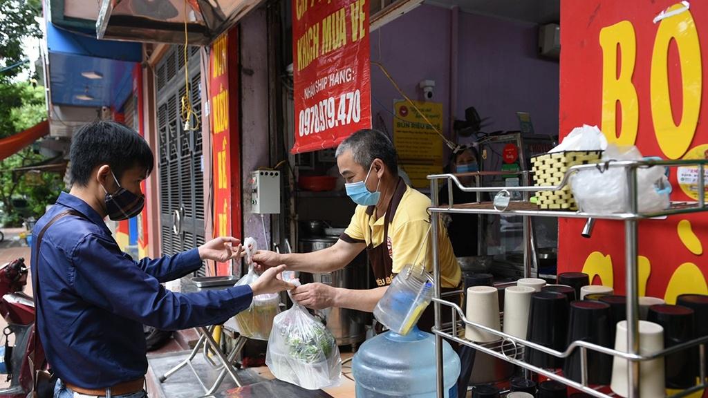 Hà Nội bắt đầu mở lại nhiều loại dịch vụ