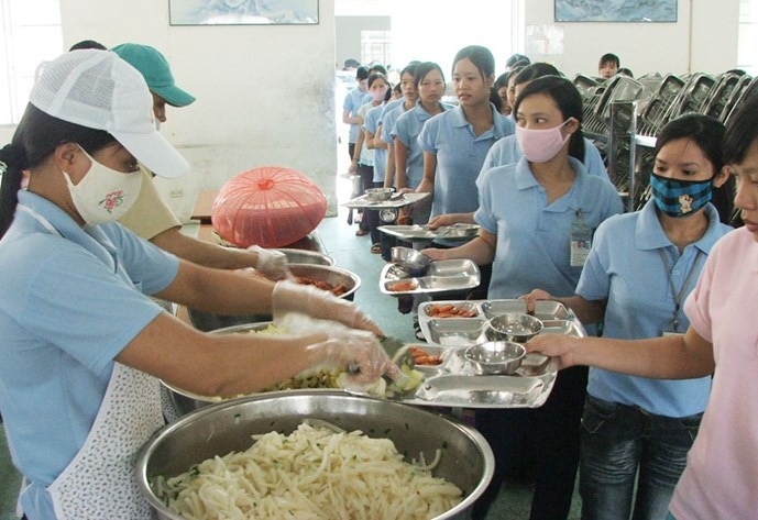 """Hỗ trợ bữa ăn cho lao động đang thực hiện """"1 cung đường 2 điểm đến"""""""
