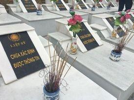 Tại nghĩa trang còn rất nhiều ngôi mộ chưa xác định được thông tin