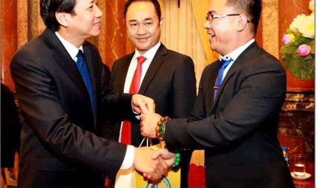 Bộ trưởng Đào Ngọc Dung ghi nhận và đánh giá cao những đóng góp của anh Đinh Trọng Vỹ cùng Hành trình Kết nối yêu thương Việt Nam