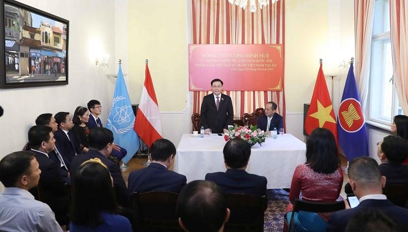 Chủ tịch Quốc hội Vương Đình Huệ: Các Đại sứ cần quyết liệt hơn để có thêm vaccine...