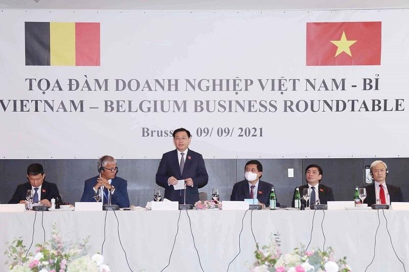 Chủ tịch Quốc hội: Việt Nam cam kết ban hành chính sách thuận lợi nhất cho nhà đầu tư