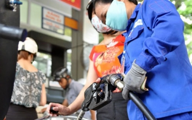 Giá xăng giữ nguyên, tăng giá các mặt hàng dầu từ 16h ngày 04/01