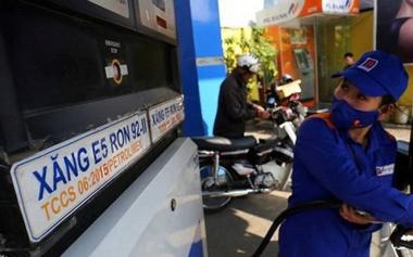 Giá xăng giảm mạnh sau Tết