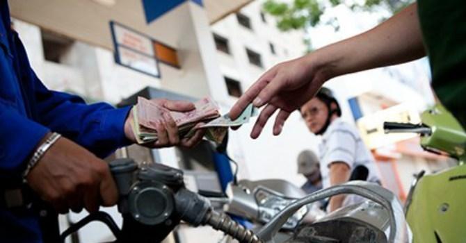 VCCI: Tăng thuế bảo vệ môi trường xăng dầu khiến DN mất lợi thế cạnh tranh