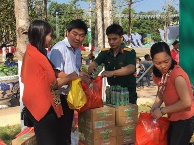 Tập đoàn Tân Hiệp Phát trao 325 phần quà Tết cho người dân Bình Phước