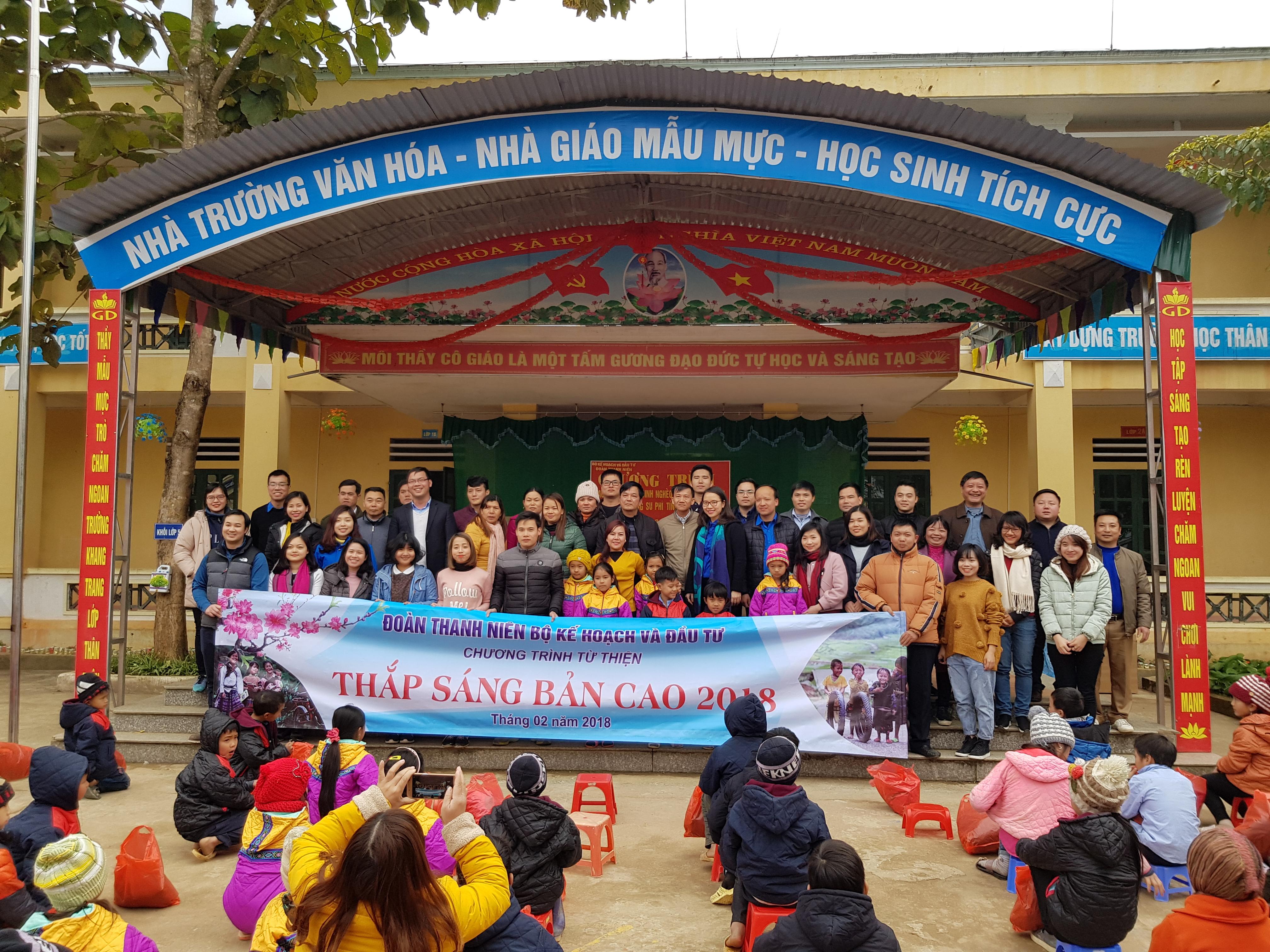 Đoàn thanh niên Bộ KHĐT mang hơi ấm lên vùng cao Hà Giang