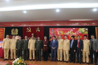 Phó Chủ tịch Thường trực Quốc Hội Tòng Thị Phóng thăm và chúc Tết Phòng CSGT đường bộ - đường sắt
