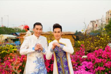 Ca sĩ Nguyên Vũ cùng siêu mẫu Nam Phong du xuân chúc tết đầu năm tới quý vị đọc giả
