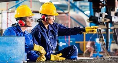 Xây dựng và phát triển đồng bộ các yếu tố thị trường lao động