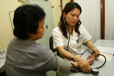 Tỷ lệ người cao tuổi có thẻ bảo hiểm y tế chỉ đạt 60%