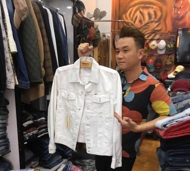Bắt gặp Hàn Thái Tú mua sắm tại cửa hàng quần áo hàng hiệu VIPMEN