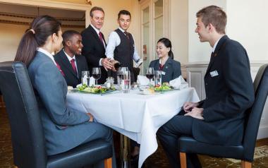 Một khách sạn tốt thu hút và giữ chân du khách của mình thế nào?