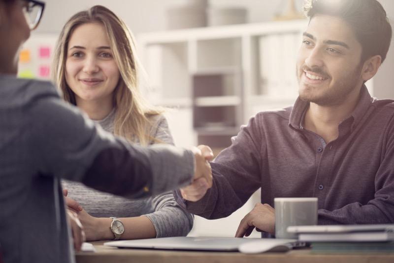 Quan hệ mật thiết với khách hàng đem lại lợi ích gì cho việc kinh doanh?