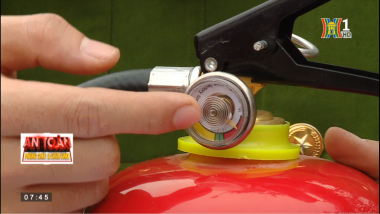 PV GAS đồng hành với Hà Nội TV: hướng dẫn sử dụng bình chữa cháy