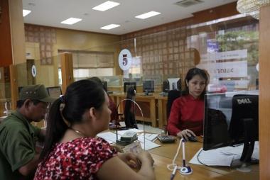 NHNN đề nghị các TCTD miễn phí chuyển tiền hỗ trợ người dân gặp khó khăn do đại dịch Covid -19