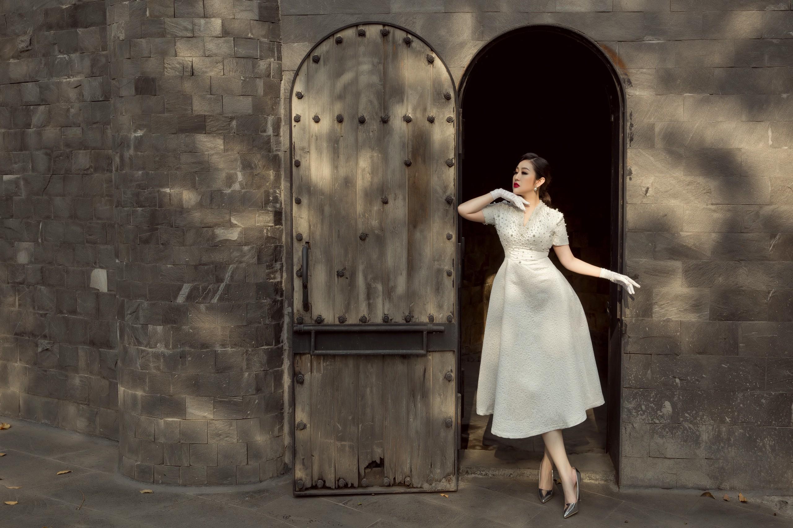 Nữ hoàng Kim Trang hóa thân thành quý cô kiêu kỳ trong bộ ảnh mới