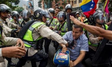 """Quả bom hẹn giờ"" Venezuela chờ nổ"