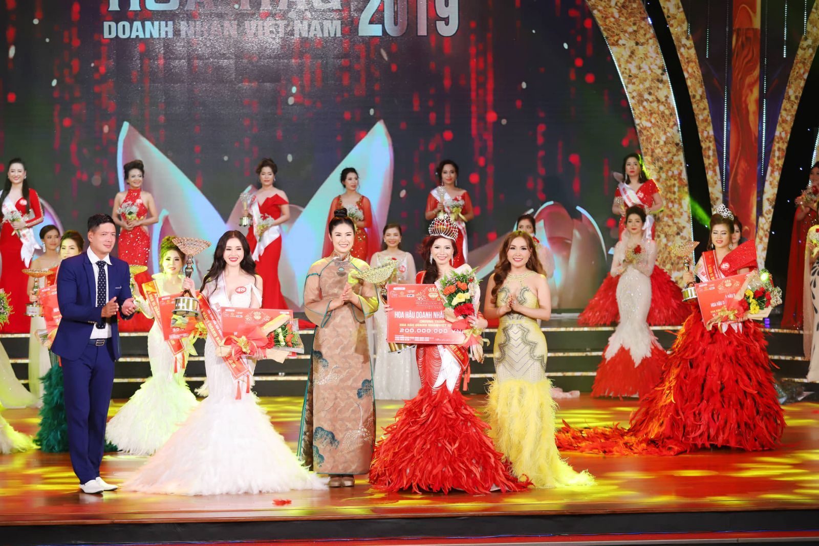 Tôn vinh Hoa hậu Doanh nhân Việt Nam - đêm gala đầy xúc cảm