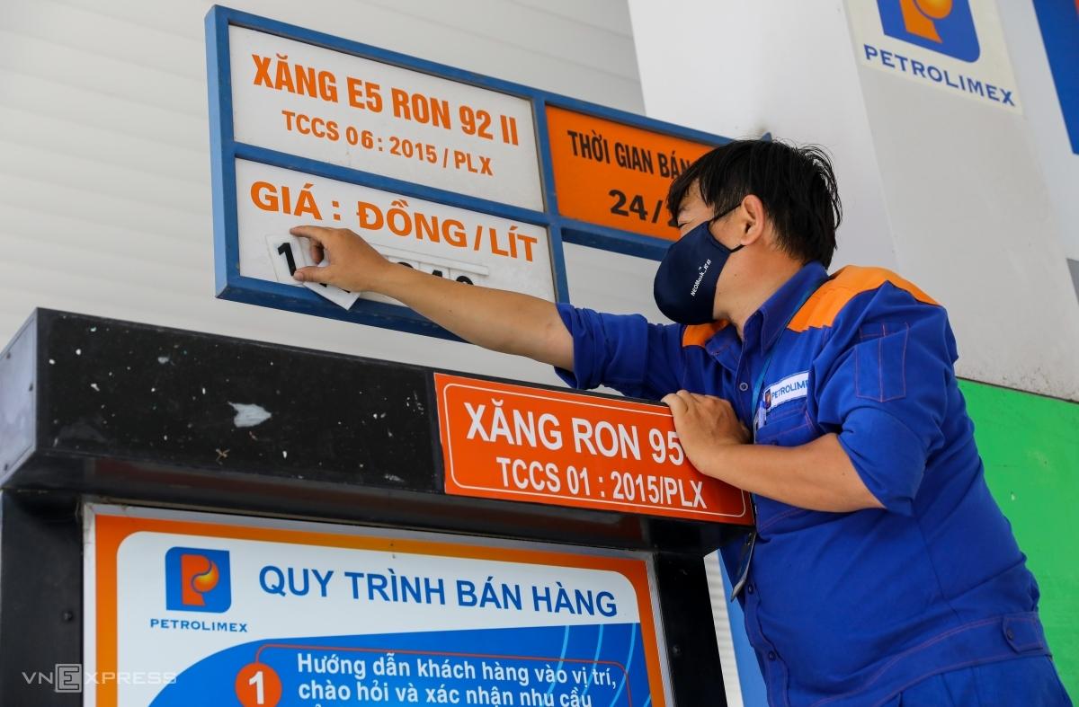 Giá xăng, dầu tăng đồng loạt từ 15h00 chiều nay (ngày 12/5)