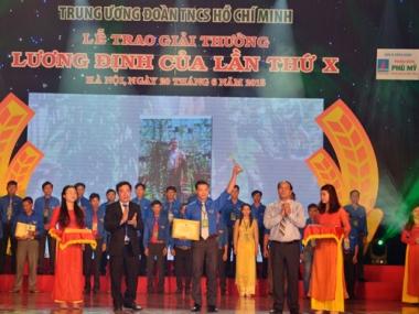 150 thanh niên nhận giải thưởng Lương Định Của năm 2015