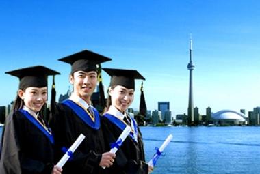 60% cha mẹ trên thế giới sẵn sàng vay nợ để trang trải chi phí học đại học