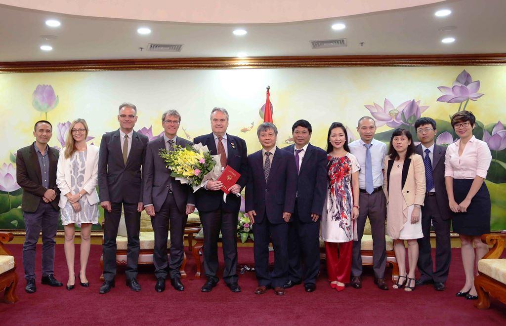 Bộ Kế hoạch và Đầu tư: Trao Kỷ niệm chương cho Giám đốc Quốc gia GIZ tại Việt Nam
