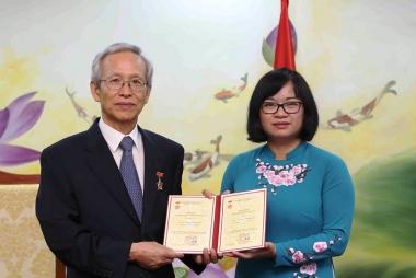 Trao Kỷ niệm chương cho Chuyên gia tư vấn cấp cao Hàn Quốc