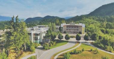Chiêm ngưỡng 6 trường đại học đẹp nhất xứ lá phong
