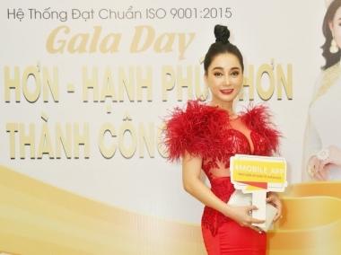 Hoa hậu Đông Nam Á Hồng Tươi rạng rỡ dự Gala Dinner