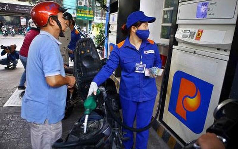 Giá dầu giảm nhẹ 213 đồng/lít