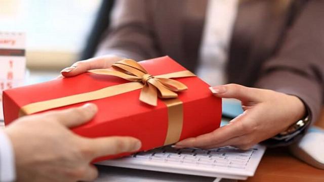 Chỉ được sử dụng tài chính công để làm quà tặng vì mục đích từ thiện