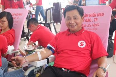 Người đàn ông hiến máu 72 lần từ nỗi đau mất mẹ do thiếu máu truyền