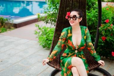 Tung bộ ảnh chào hè, Queen Kim Trang khẳng định gu thời trang biến hóa