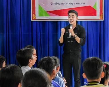 Chàng MC điển trai 9x Hải Triều mê làm thầy giáo