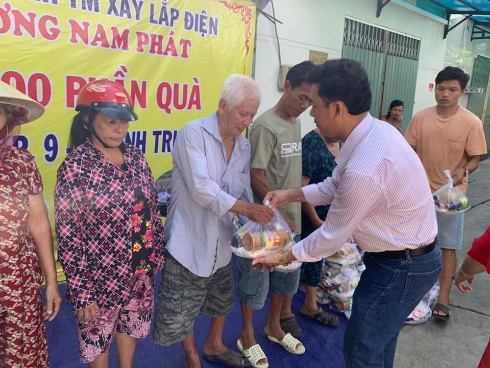 Công ty TNHH Thương Mại Xây Lắp Điện Phương Nam Phát trao quà từ thiện mùa Vu Lan
