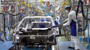 """Sản lượng tiêu thụ ô tô giảm mạnh trong tháng """"ngâu"""""""