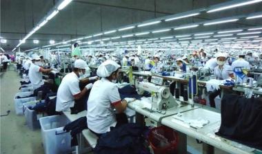 Việt Nam đứng đầu châu Á về tuân thủ tiền lương tối thiểu ngành dệt may và da giày