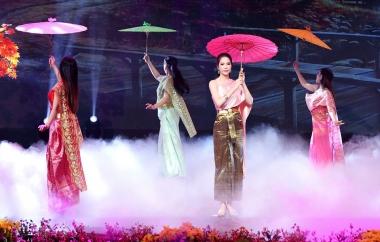 """Diện trang phục truyền thống Thái Lan, Dương Kim Ánh gây """"sốt"""" vì quá xinh đẹp"""