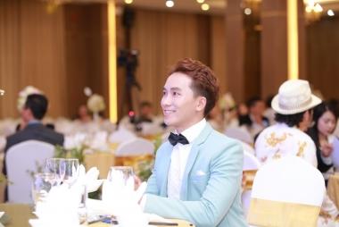 Ca sĩ Hoàng Duy Khánh khoe vẻ điển trai tại sự kiện
