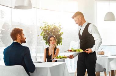 Điều gì khiến khách hàng chi tiền cho một dịch vụ xa xỉ?