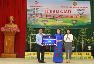 """Bộ KH&ĐT bàn giao 100 """"Mái ấm tình thương nơi biên giới"""" cho huyện Sốp Cộp, tỉnh Sơn La"""
