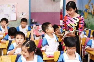 Giáo viên tiểu học sẽ bổ nhiệm và tính lương theo xếp hạng