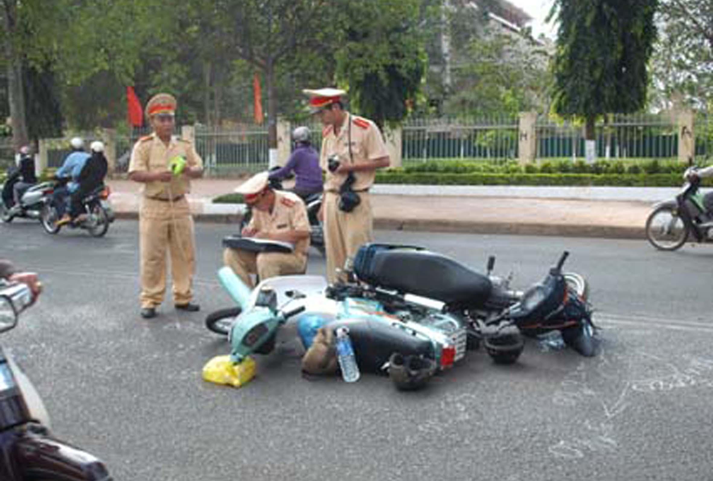 Tai nạn giao thông tăng 141 vụ trong tháng 10/2015