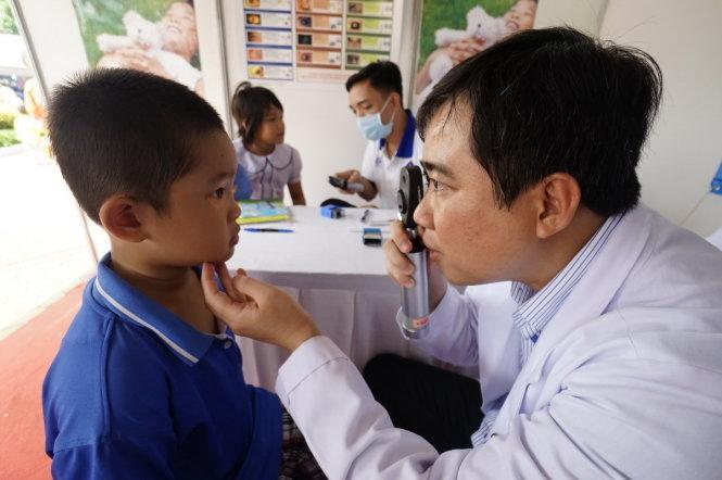 Thí điểm mô hình chăm sóc phát triển toàn diện trẻ em tại gia đình và cộng đồng